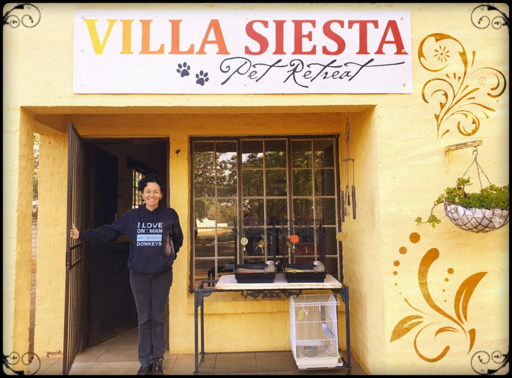 Villa Siesta Pet Retreat - Joy office big smile big love